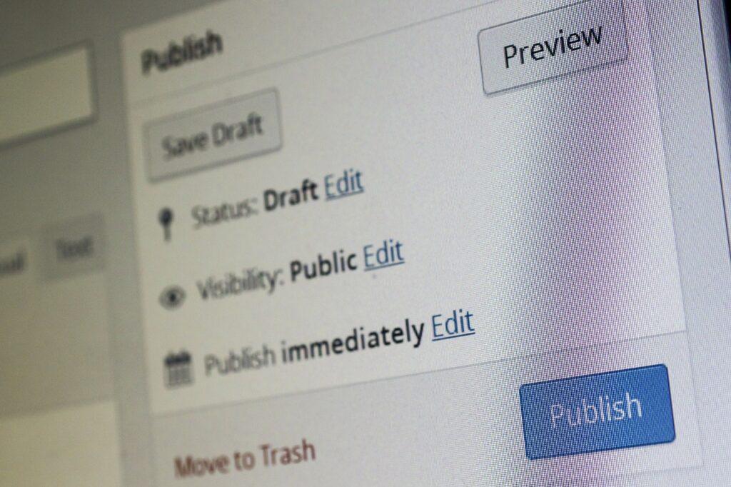 No existe una regla fija que determine con qué frecuencia debas publicar en tu blog. Pero hay algo que está claro: Con la máxima posible.