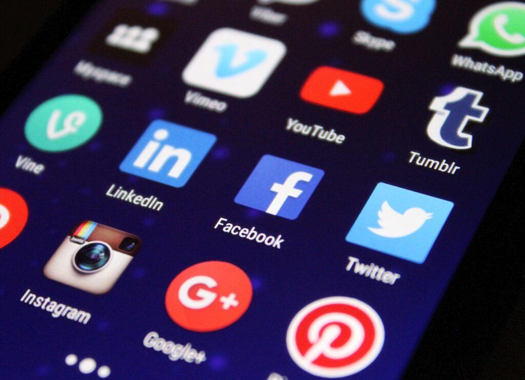 ¿Redes sociales o página web?: Mejor juntas. Redes sociales